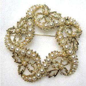 Vintage Brooch Pin Swirl Star Faux Pearls Goldtone